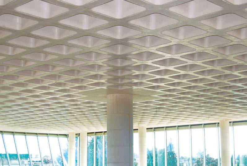 SKYDOME ermöglicht, orthogonale zweiachsige Rippen zu erhellen, um die Decke aus Beton leicher zu machen; auf diese Weise verbessert sich das seismische Verhalten des Gebäudes und man realisiert große Spannweiten der Deckenbalkenlage