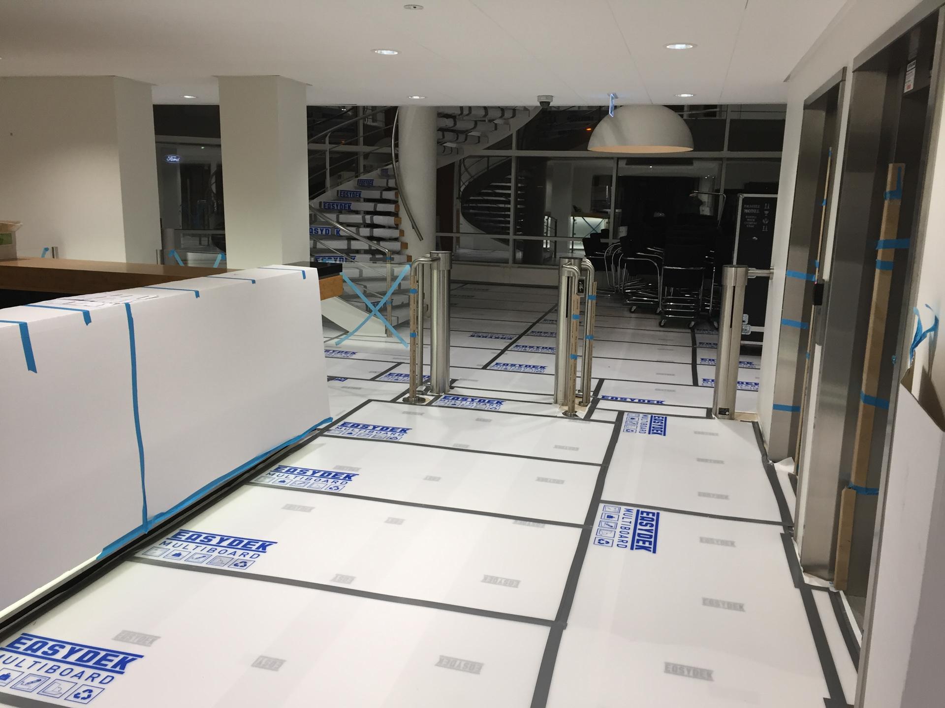 Sicher abgedeckte Bodenflächen mit MULTI BOARD Kunststoffplatten