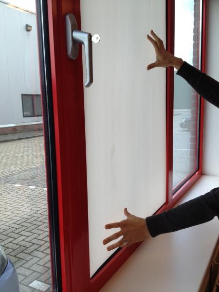 Glaslose Fenster in Gebäuden werden kurzfristig   wind- und wetterbeständig ausgerüstet mit MULTI BOARD Kunststoffplatten