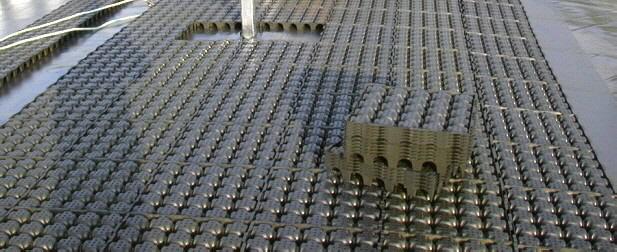 Auf einer Fläche von 2.000 qm, 15-17 % Gefälle, beladen mit 800 m3 Gemüseschimmel, wurde das Gründach  der neuen Tiefgarage der Telekabine mit Drainagedach erstellt.
