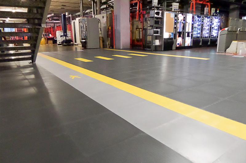 Industrieböden aus PVC Fliesen mit Puzzle Verbindungen in hoher Qualität