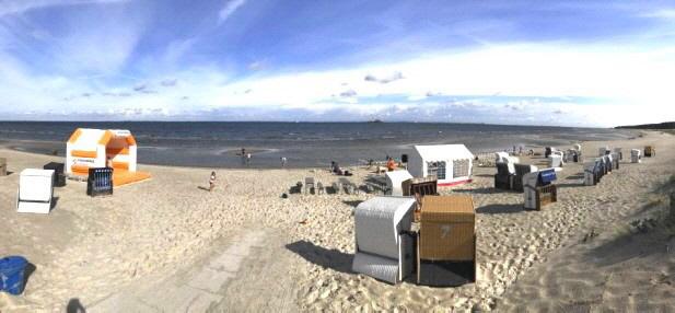 Direkt am Greifswalder Bodden gelegen, bietet das Seebad Lubmin optimale Voraussetzungen für einen Strandurlaub mit der ganzen Familie: Es erwarten Sie weite Strände, Kliffküsten sowie malerische Kiefernwälder – alles in allem Natur pur und Ursprünglichke