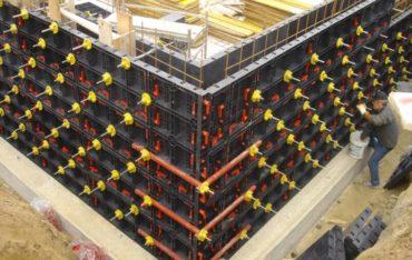Kunststoffschalungssysteme für Betonsäulen, Pfeiler, Wände, Sockel und Fundamente. Sie sind modular aufgebaut und  erfüllen alle baulichen und planerischen Anforderungen: Säulen und Stützen in verschiedenen Formen und Abmessungen,  Wände und Fundamente in unterschiedlichen Stärken und Höhen.