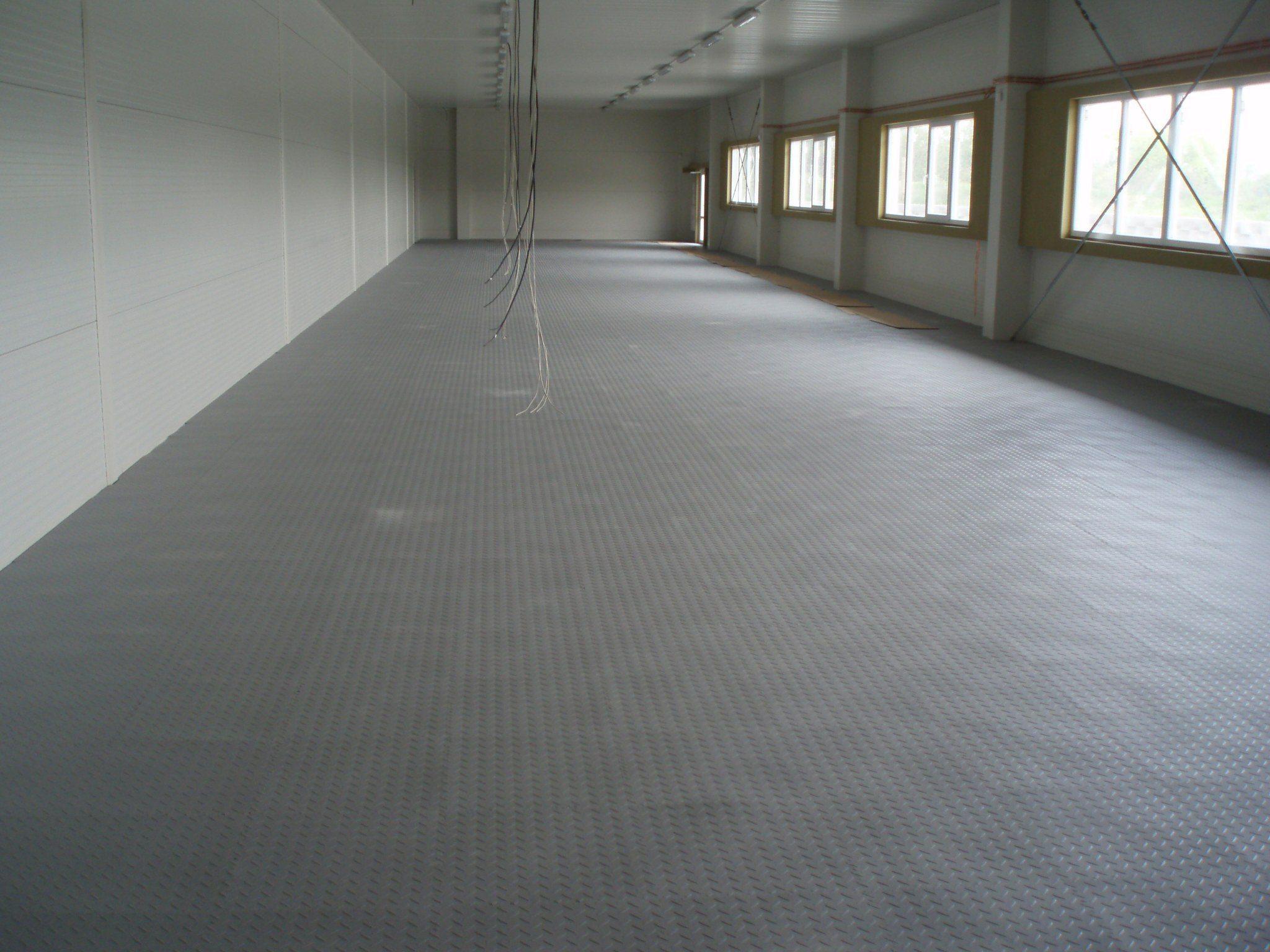 Gewerbehalle mit PVC Gewerbe-Boden mit Münznoppen