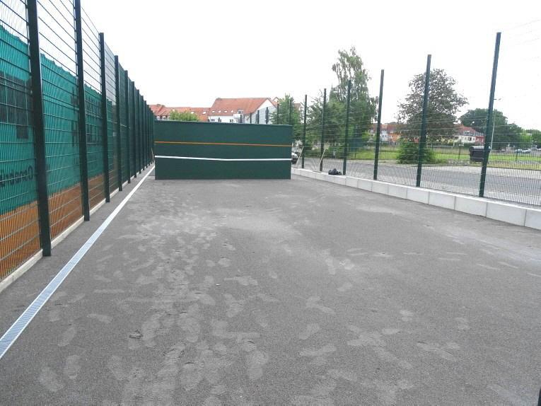 Planum aus Edelbruch 0/2 Pflastersand für Tennis-Kleinspielfeld