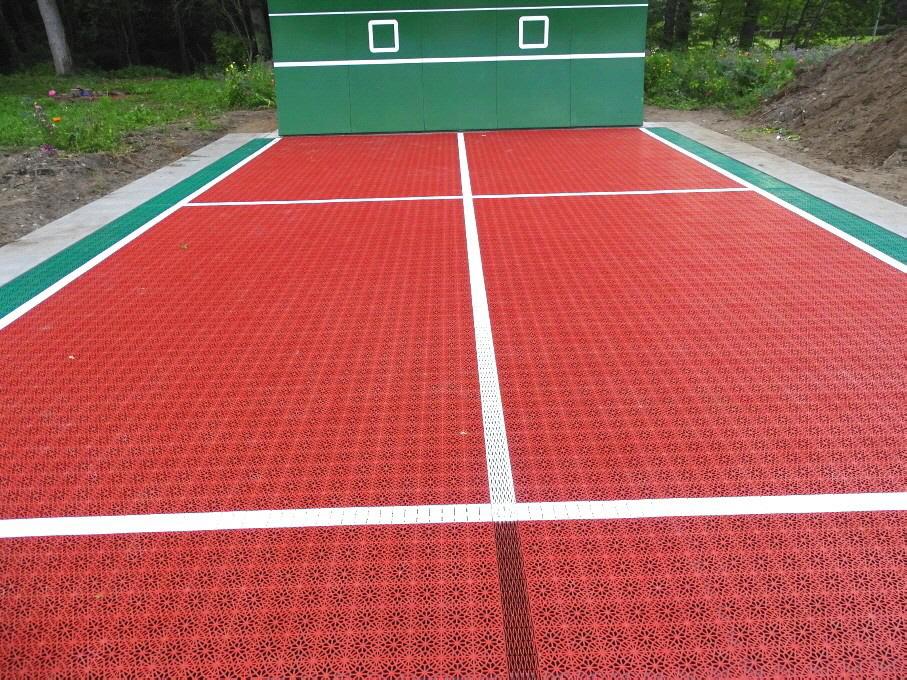 Neue Tenniswand mit Allwetter-Tennisbelag in Kakenstorf
