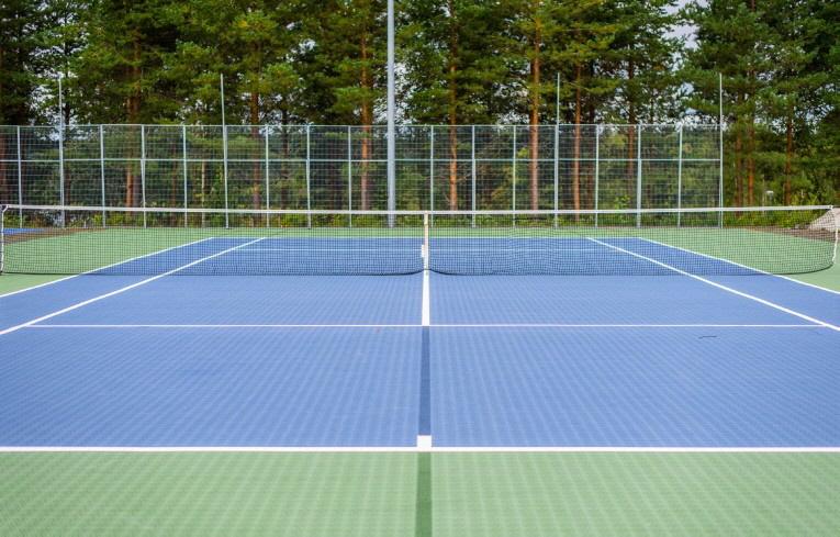 BERGO ECO TENNIS Boden-System ist ein Allwettetterplatz für ganzjähriges Tennisspiel