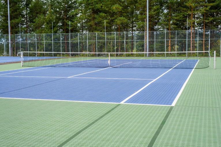 ECO Tennisbelag mit Expansionsleisten als Allwetterplatz